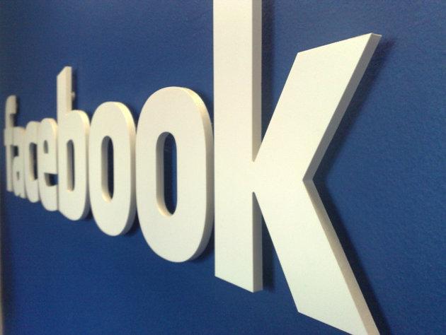 Facebook 'Sosyal Ağ Araması' servisini aktif etti.